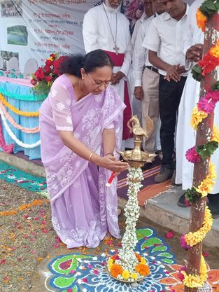Lighting of lamp by Ms Asha Mani, Assistant Manager of NABARD